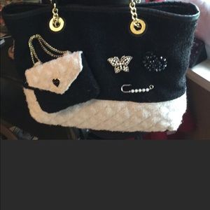 NEW. Gorgeous Betsey Johnson purse🎁